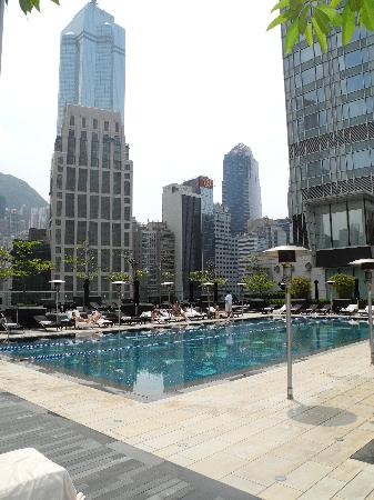 Four Seasons Hotel Hong Kong: Roof top pool