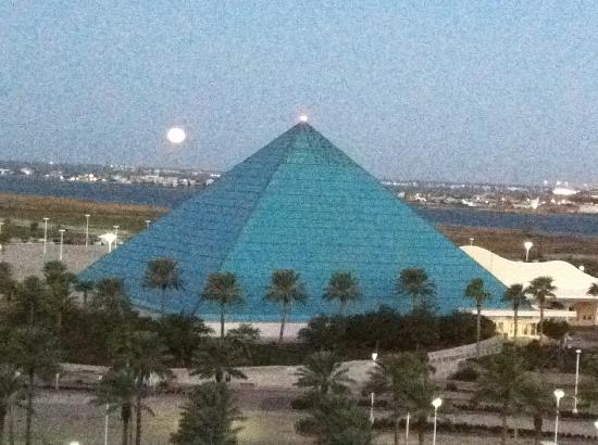 Moody Gardens Hotel Spa & Convention Center: The moon rising over the pyramids