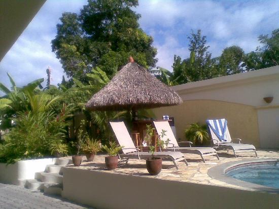 Hotel Xalteva: La piscina y el bar
