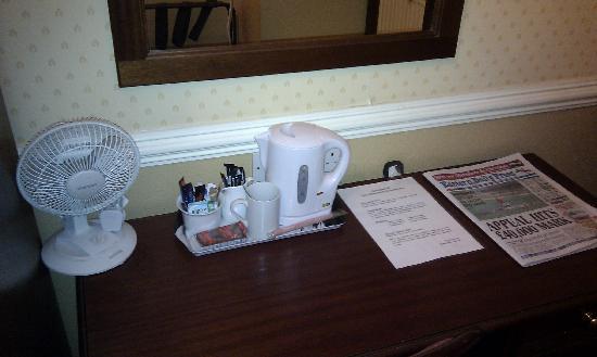 Best Western The Hotel Hatfield: Bedroom Desk