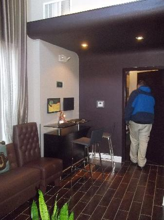 Best Western Plus Newark Airport West: Business center and luggage holding area