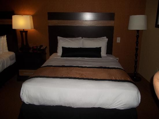 BEST WESTERN Plus Newark Airport West: Comfy queen size beds