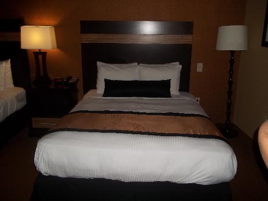 Best Western Plus Newark Airport West: Comfy queen size beds