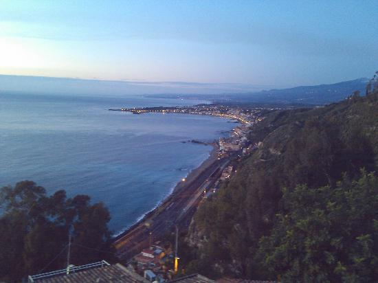 Meridiana Hotel Taormina: Day view (right side)