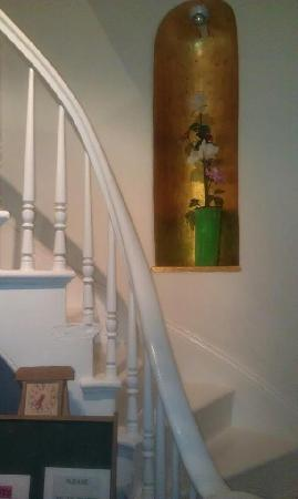 Metro Hotel & Cafe: Great Stairway!