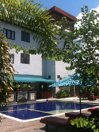 Grand Jimbaran Boutique Hotel & Spa: nice chill garden & pool