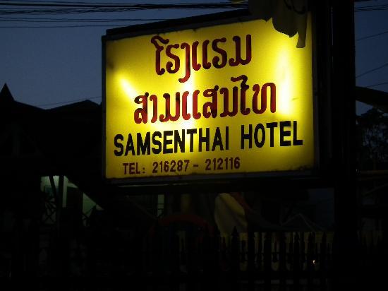 Samsenthai Hotel: 黄色い看板が目印