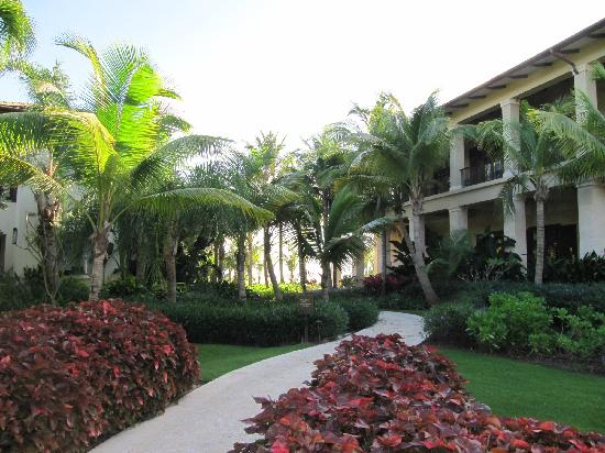 The St. Regis Bahia Beach Resort: Beautiful room building