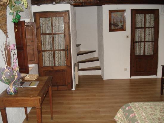 la maison de julie entrevaux frankrike omd men och. Black Bedroom Furniture Sets. Home Design Ideas