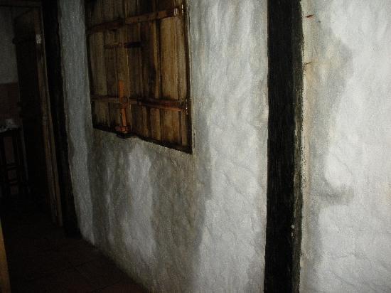 Cojimies, Equador: Wet walls   Paredes mojadas.