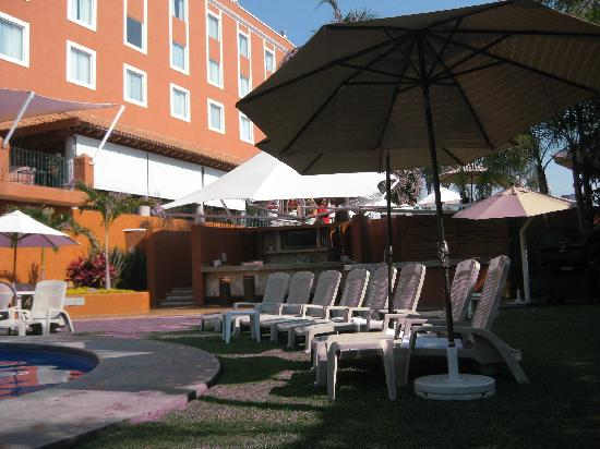 Fiesta Inn Cuernavaca : Another view of the pool