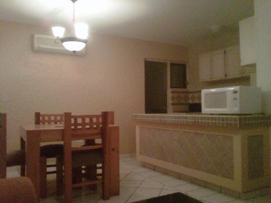 Suites Lindamar: Cocina y comedor