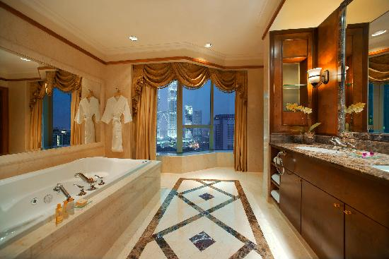 Pullman Kuala Lumpur City Centre Hotel And Residences: Prince Suite Bathroom