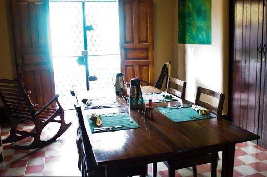 Casa Silas B & B: Breakfast Table