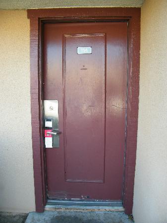 Ramada Fresno North : The fron door.