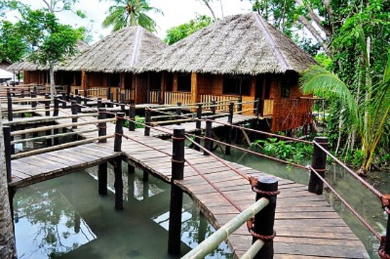 Loboc River Resort: Boardwalk on High Tide