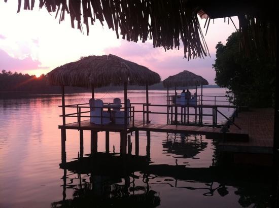 Dalmanuta Gardens - Ayurvedic Resort & Restaurant : pier in the river