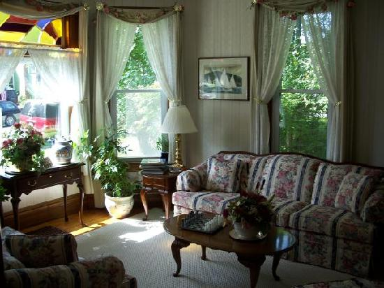 Main Street Bed and Breakfast: Living Room