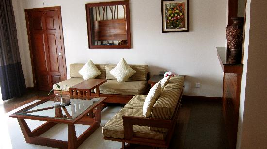 Angkor Miracle Resort & Spa: Living area of Jr Suite. Very quiet and peaceful even when the hotel is fully booked.