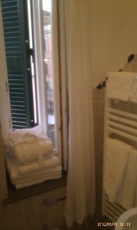 Palm Gallery Hotel: Bathroom