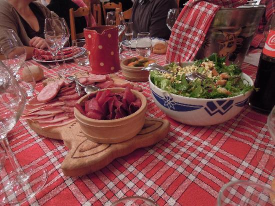 Hotel Les Cornettes: la bonne tradition savoyarde à la ferme de gaby