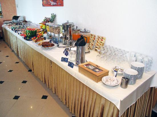 Hotel Sunce : breakfast buffet