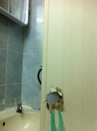 Rainbow Khaosan Hostel and Guesthouse: Badezimmer