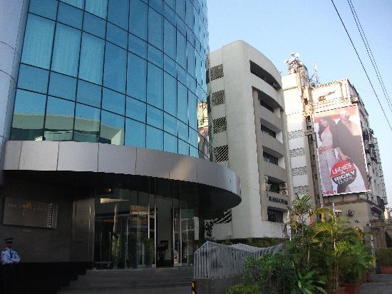 The Mirador Hotel : ホテル前