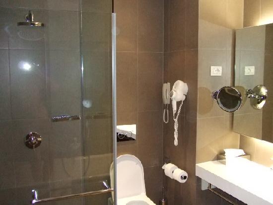 Hotel Lone: bath2