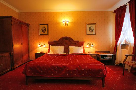 Hotel Sarmata: 3LUX - one double bed + one single bed