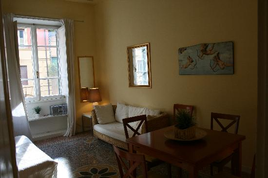 Rome Vatican Vacation Apartments: living