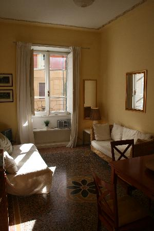 Rome Vatican Vacation Apartments: entrance
