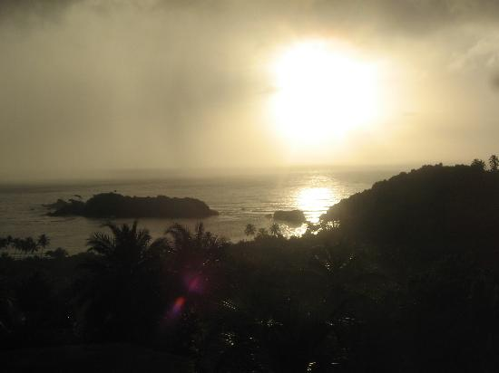 Bay View Lodges: watching the sun rise from the balcony
