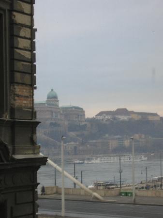 โรงแรมซิตี้ แมทยาส: Buda Castle view from the hotel's window