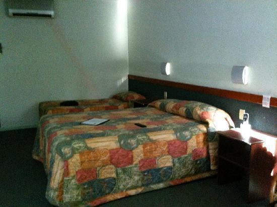 Best Western Hospitality Inn Geraldton: Bed