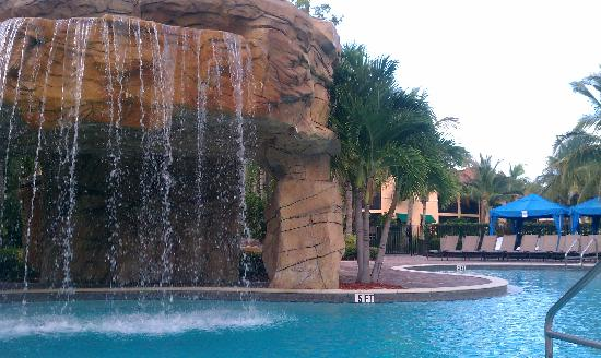 Naples Bay Resort & Marina: The pool