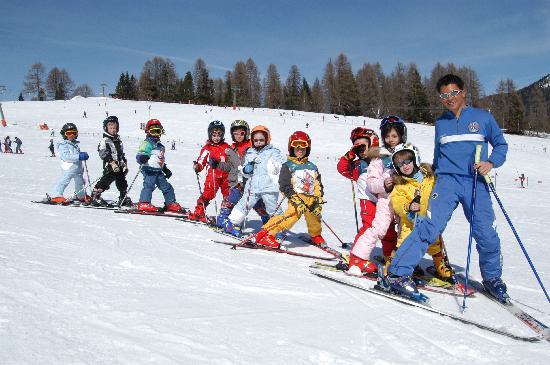 Cavallino Bianco Family Spa Grand Hotel: Corso di sci