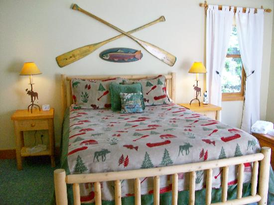 Tall Timber Lodge: Luxury Lakeside Accommodations