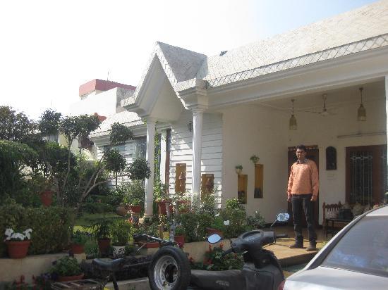 All Seasons Homestay Jaipur: Front