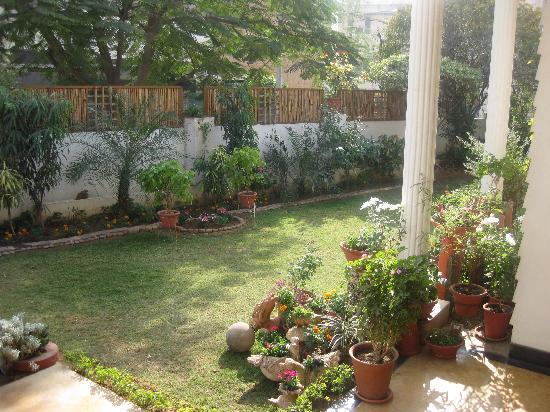 All Seasons Homestay Jaipur: Garden