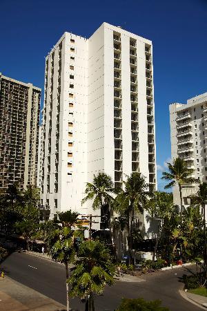 Hyatt Place Waikiki Beach: Exterior daytime