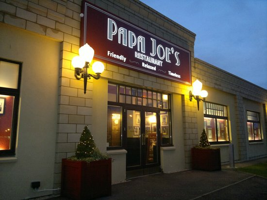 Papa Joe's: Exterior
