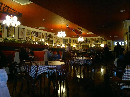 Papa Joe's: Decorated interior