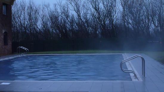 Village Hotel Blackpool: nice outside pool