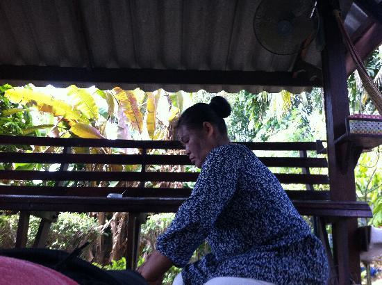 Family Homestay Little Heaven: Massage on the verandah