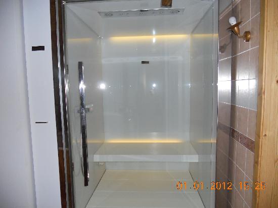 Bagno turco doccia emozionale doppia in camera foto di - Doccia con finestra dentro ...