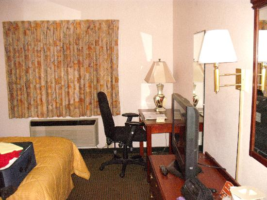 Comfort Inn & Suites: Our Room