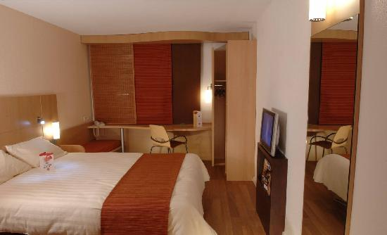 Ibis Nimes Ouest : Chambre coquelicot