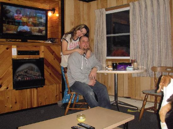 Loralea Country Inn Resort: just hangin in our cabin