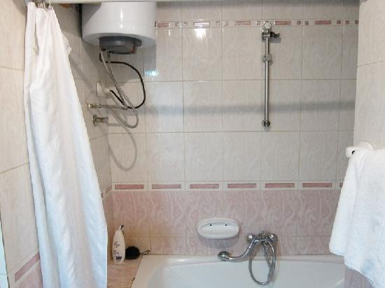 Axum Hotel: The Shower